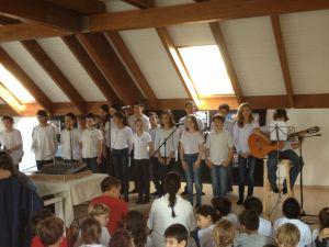 חבורת מרחיבי היכולות (כיתה ו) עורכת טקס לזכרו של יצחק רבין, תשעה
